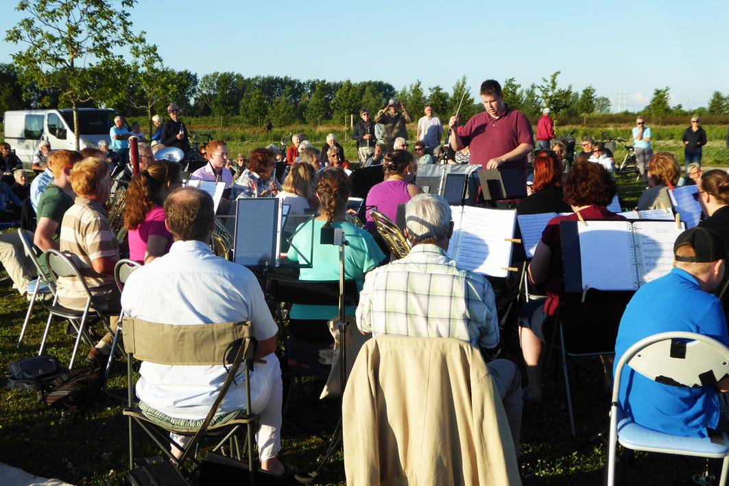 openluchtconcert bentwoud door harmonieorkest zoetermeer